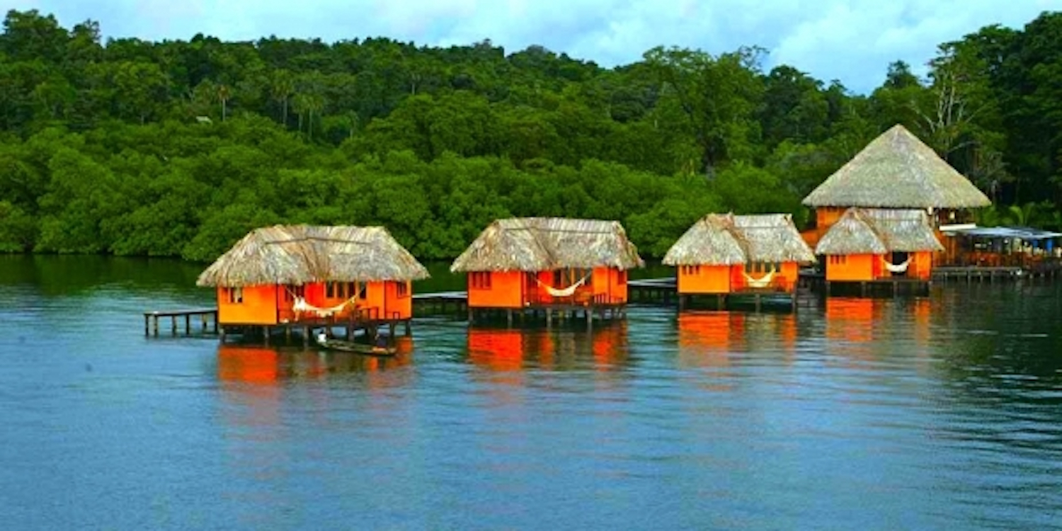 World 39 s best overwater bungalows diaries of wanderlust for Bungalows dentro del mar